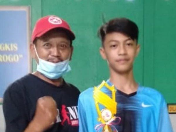 Atlet MTsN 9 Ngawi Menyumbangkan Prestasi Juara 3 Cabor Bulutangkis (PORSENI)
